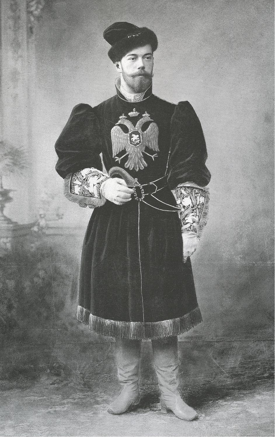 http://ros-lagen.narod.ru/fotoarhiv/Romanov/nicky_2_1903.JPG
